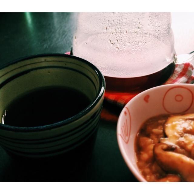 残り物のお味噌汁とさつまいもの天ぷらを使って作ったおじや。 胃に優しいお味。  どんな時もコーヒー。 - 11件のもぐもぐ - 胃に優しいおじや by Miz