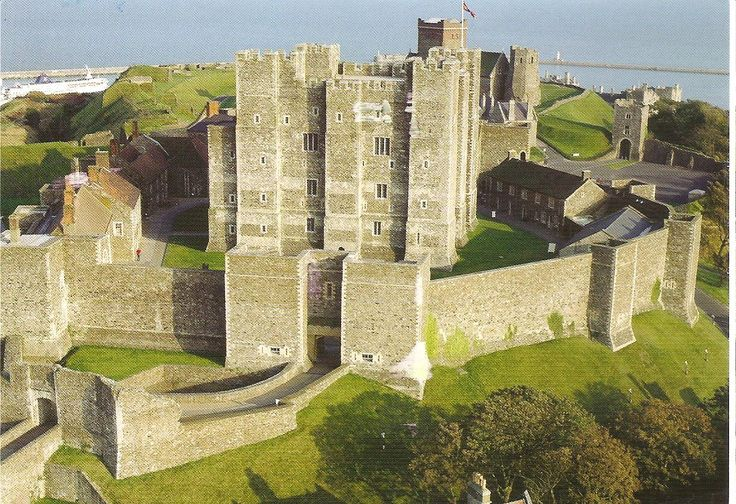 european castles of the medieval era essay Art of the islamic world in the medieval era the middle ages is the period of time in europe between the end of antiquity in introduction to the middle ages.