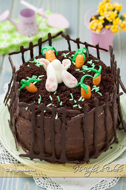 Torta coniglietto di Pasqua, torta al cioccolato decorata con coniglietto farcita con crema al mascarpone perfetta per i bambini. Ricetta facile e tutorial.