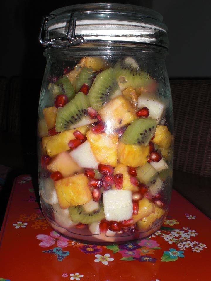 Lekkere mix van verse biologische vruchten. Vol met vitaminen en antioxidanten welke je een boost geeft in de winter en verfrissend is in de zomer.