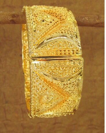 Yet another beautiful gold bracelets with handcrafted detail