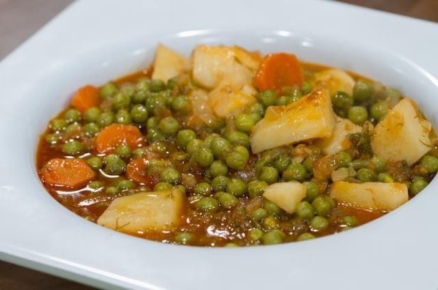Τα φαγητά αυτά, φέρνουν μνήμες από τα Κυριακάτικα τραπέζια μας που μαζευόμασταν όλοι μαζί για να φάμε το υπέροχο φαγητο της μαμάς μας. Είναι απλά πιάτα, που κάθε μαμά πρέπει να τα φτιάξει στα παιδιά