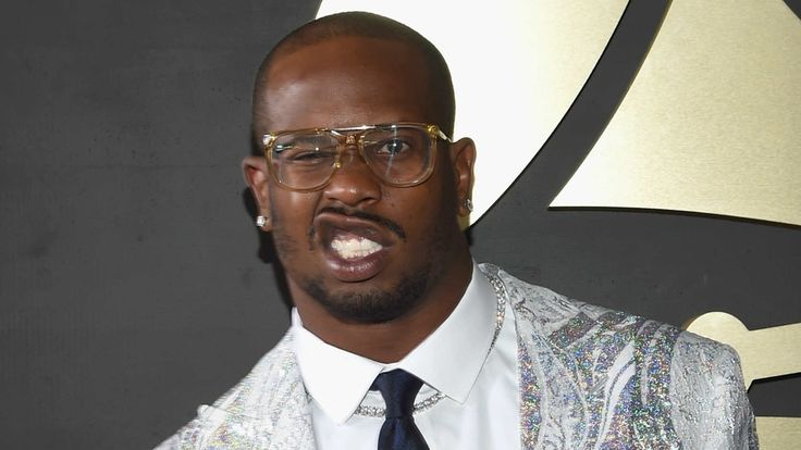 Broncos, Von Miller contract talks sour: Mulling sitting out 2016 season - https://movietvtechgeeks.com/broncos-von-miller-contract-talks-sour-mulling-sitting-2016-season/-Von Miller Mulling Sitting Out 2016 Season as Contract Talks Turn Sour