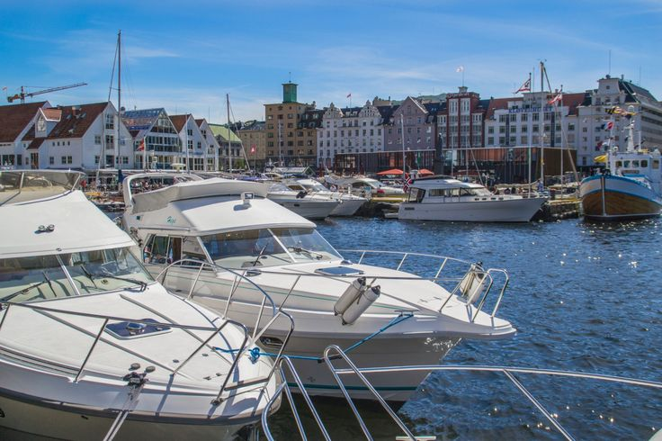 Every summer Bergen harbour gets full of boats of all shapes and sizes, from multi-million kroner yachts to small family craft.  Now that we've had some decent weather of late this year is no…