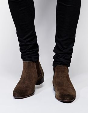 Chelsea Boots in Suede: 540 ,- http://www.asos.com/ASOS/ASOS-Chelsea-Boots-in-Suede/Prod/pgeproduct.aspx?iid=4302381&cid=4209&Rf989=5023&sh=0&pge=0&pgesize=36&sort=-1&clr=Brownsuede&totalstyles=139&gridsize=3