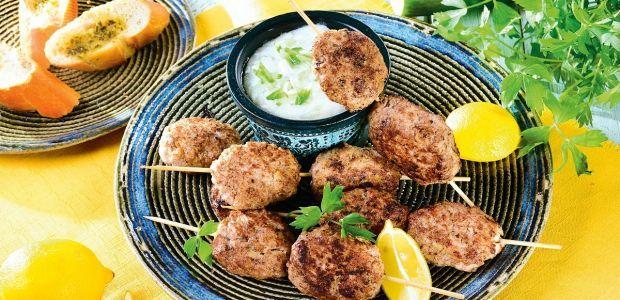 Bałkańskie szaszłyki potrawy z grilla - przepisy na Babyonline.pl