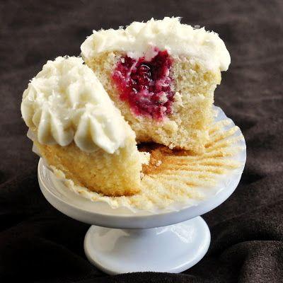 Raspberry Vanilla Cream Cheese CupcakesCreamch Cupcakes, Raspberries Vanilla, Vanilla Creamche, Vanilla Cupcakes, Creamcheese Cupcakes, Cream Cheese, Chees Cupcakes, Cupcakes Rosa-Choqu, Creamche Cupcakes