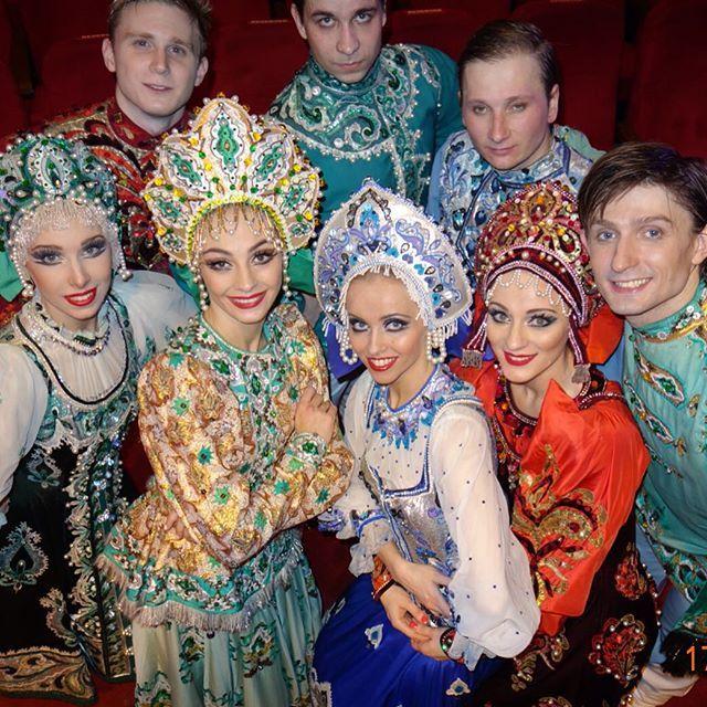 ПОСЛЕ КОНЦЕРТА !!!! МУМБАИ !!! ИНДИЯ!!!#Гжель #московский #государственный #академический #мгаттгжель #театртанцаГжель #гастроли #сцена #фото #индия #ballet #art #friendsgzhel #friends #theatregzhel #theatre #речка#афиша #артисты #Gzhel#кокошник#VladimirZakharov#русскаякрасавица#народныйтанец#мгаттгжель#dancerussia