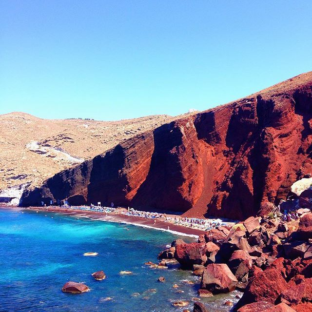 Red #beach on #Santorini Photo credits: @_ninasky