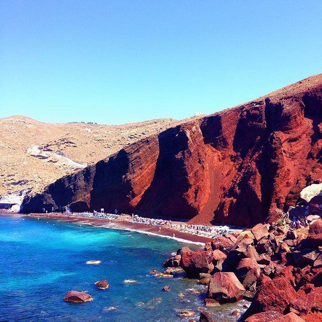 Red #beach on #Santorini Photo credits: @_ninasky