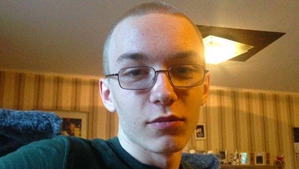Das von der Polizei Bochum zur Verfügung gestellte Fahndungsfoto zeigt den dringend tatverdächtigen 19-jährigen Mann aus Herne.