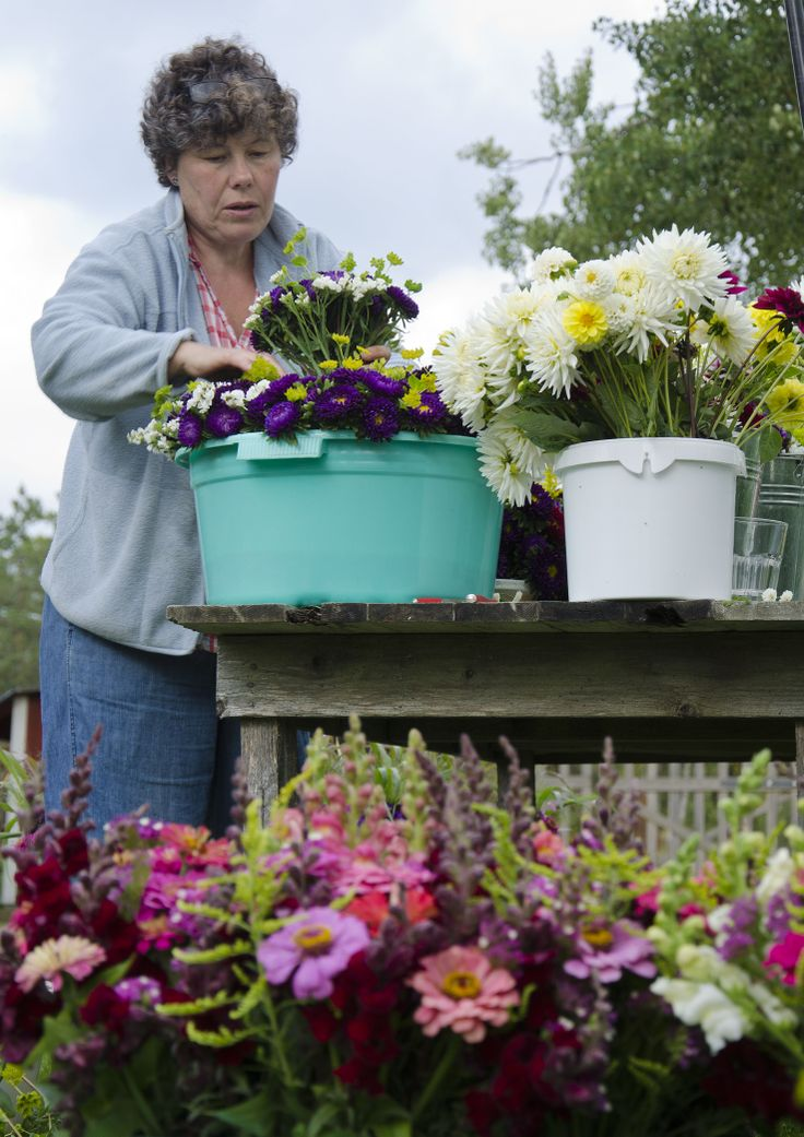 Making flower bouquets for those who wish