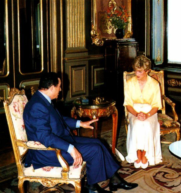 May 12, 1992: HRH Diana, Princess of Wales meeting with the former Egyptian president, Hosni Mubarak, during her tour of Egypt.