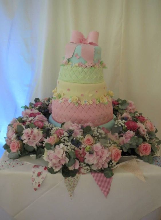 Cake flowers in pinks