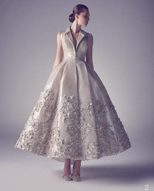 Ashi Studio firma una impresionante colección de vestidos de Alta Costura que bien se antoja para las prometidas más vanguardistas.FIANCEE-BODAS-ABRIL-BODA-ASHI-STUDIO-COLECCION-HAUTE-COUTURE-NOVIAS-2015-5.jpg (500×620)