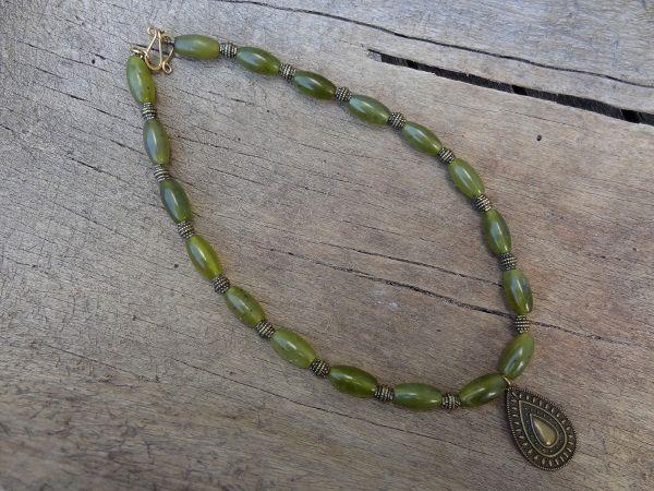Nephrite jade necklace- Jaana Hopkins- Helmien talo