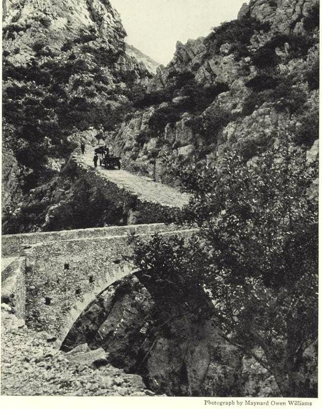 Διασχίζοντας το Φαράγγι στο Σελλινάρι στις αρχές του 20ου αιώνα...