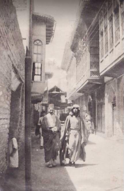 احد درابين بغداد حوالي ١٩١٨ بعدسة جندي بريطاني  A narrow alley in old Baghdad, 1918