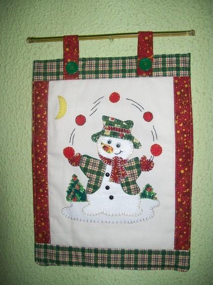 Panô Natalino em tecidos natalino 100% algodão, etamine bege e aplicação em Patchwork, motivo Papai Noel e bambu.Para as encomendas posso oferecer estampas e detalhes de cores variadas, assim como, motivos diferenciados. R$40,00
