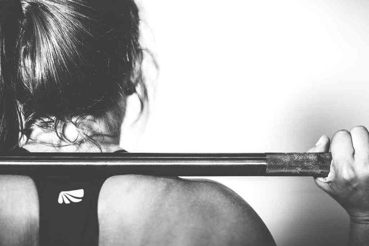 Ved du ikke hvorfor man skal bruge vægtløftersko? Fordi det er det bedste udstyr og derfor skal du bruge vægtløftersko - Få den fulde forklaring her!