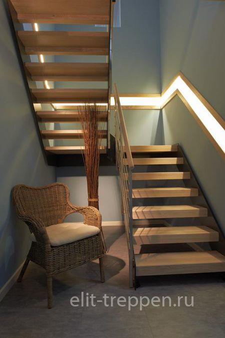 Оригинальный вариант подсветки лестницы с поворотом на 180 градусов и площадкой.