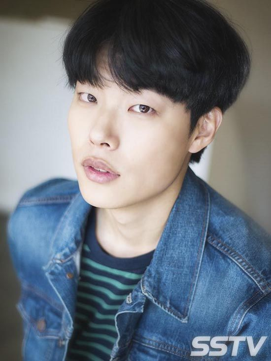 Score! Ryu Joon-yeol, who had a huge debut year with Answer Me 1988 (also the films Socialphobia and Glory Day, and the variety program Youths Over Flowers in Africa), has been chosen to play the leading man in MBC's upcoming rom-com Lucky Romance, which just confirmed Hwang Jung-eum a day ago. I'd heard some fan …