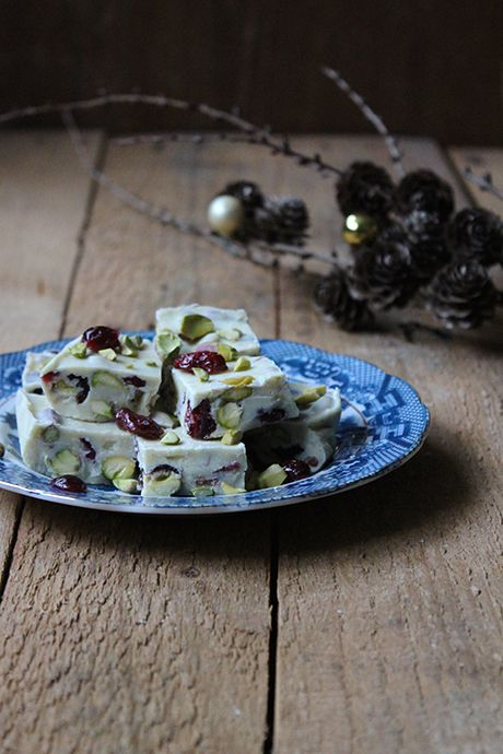 White vanilla chocolate with pistachios, lemon zest and cranberries.  Find my recipe on BarneGuiden.DK