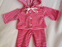 Geschenkidee für Kinder - Puppenkleidung - Puppensachen - rosa pink geringelter Anzug