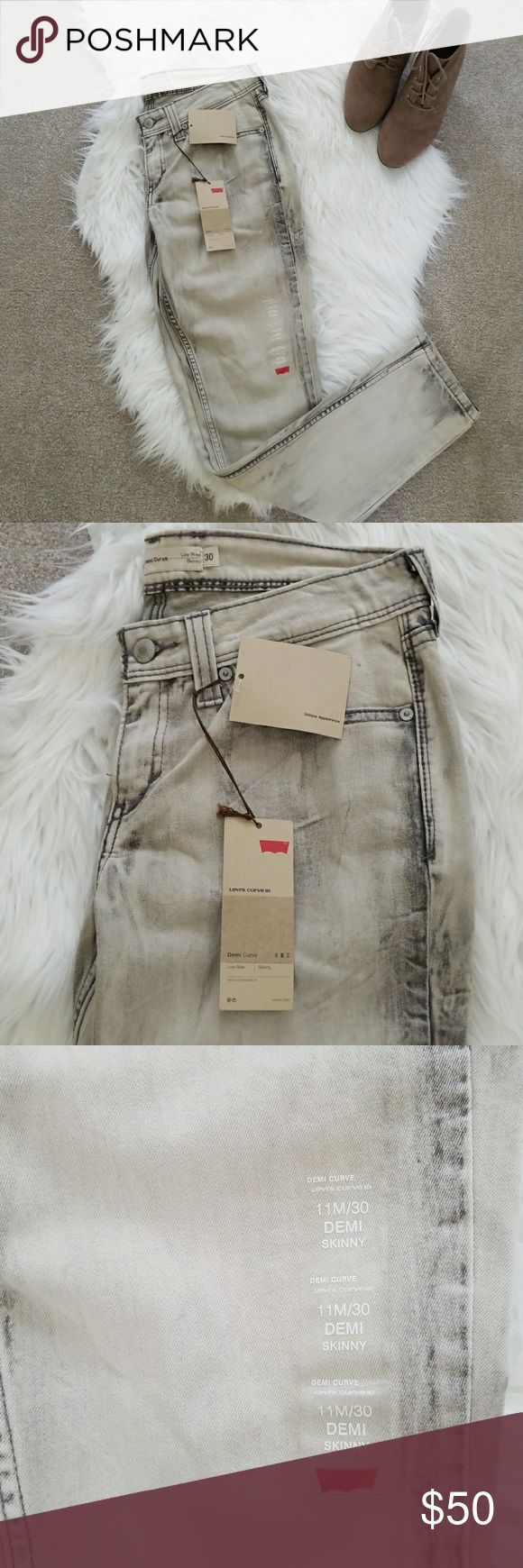 NWT Levi's Demi Curve Skinny Jeans NWT Levi's Demi Curve Skinny Jeans Low Rise Elegantly Hourglass | Accentuates your figure Size 30 Acid Wash Like Print Levi's Jeans Skinny