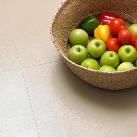Velg riktig gulv til kjøkkenet – det må være godt å stå på. Velg et kjøkkengulv med støtdemping for å minske belastingen på kroppen. Les rådene her!