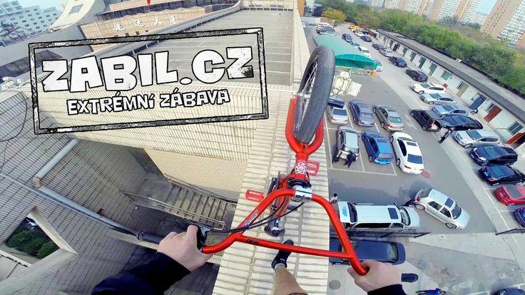 Zabil.cz - Michael Beran - Sázka, střecha, BMX, trenky, Čína :-)