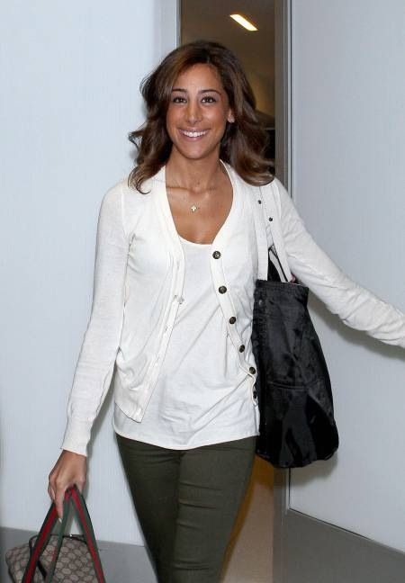 Danielle Jonas... Love this casual look