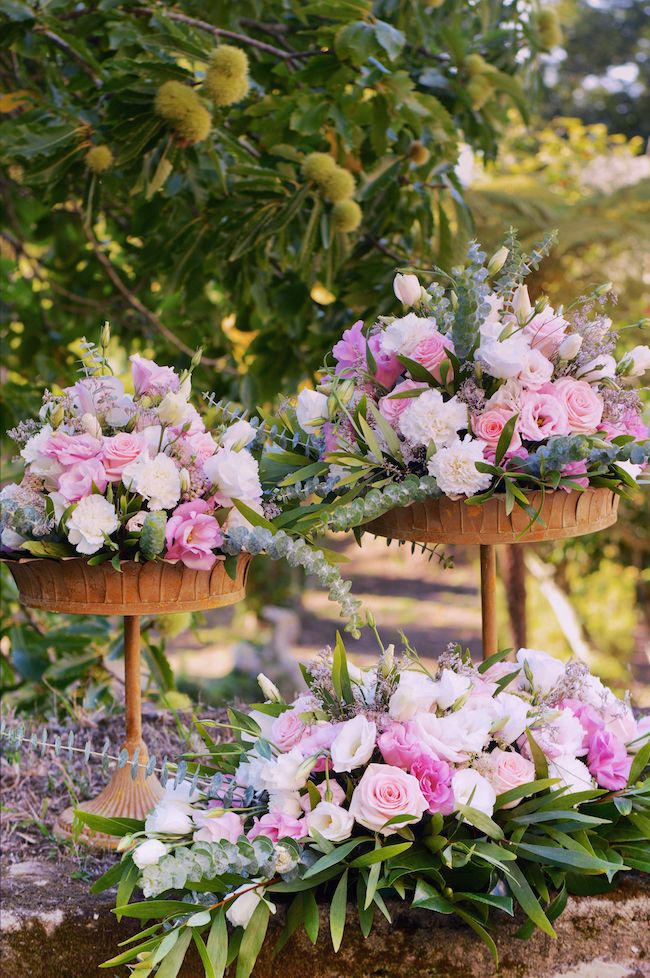 My Wedding Flowers Portugal Vintage & Rustic Wedding Centerpieces #weddingcenterpieces #weddingdecoration #rusticweddingcenterpieces myweddingflowersportugal@gmail.com