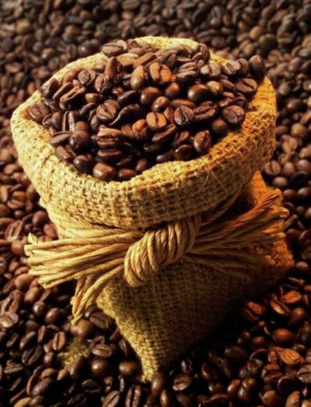 EL FAMOSO CAFE DE COLOMBIA ||| Freshly roasted Colombian coffee beans are rich in flavor, heavy bodied, has a bright acidity, and is intensely aromatic.