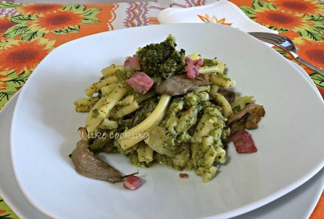 Pasta broccoli funghi e pancetta