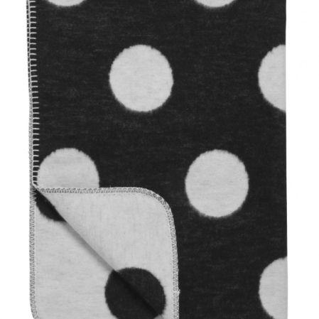 Merk: Meyco Kleur: Zwart/wit Afmeting: 120 x 150 cm Materiaal: 100% bio katoen Hele zachte warmedekensvan Meyco infrisse kleuren en met vrolijke patronen. Voor inde wieg of deledikantvan je oogappel.Ook voorin de kinder- of wandelwagen, gewoon om je baby lekker warm in te kunnen wikkelen of voor als ze groter zijn lekker met de deken …