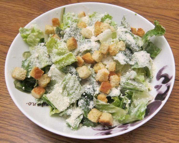 die besten 25 ceasar salat ideen auf pinterest caesar dressing rezept caesars salad und lamm. Black Bedroom Furniture Sets. Home Design Ideas