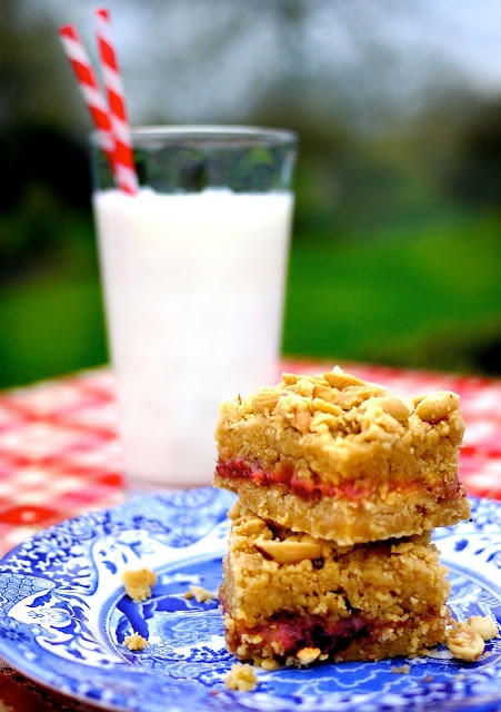 Peanut butter and jelly bars... looks yummy!Eating Desserts, Yummy Desserts, S'Mores Bar, Food, Bar Recipe, Butter Yummy, Butter Jelly, Peanut Butter, Jelly Bar