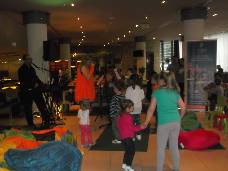 Gyerekprogram a lobbyban..