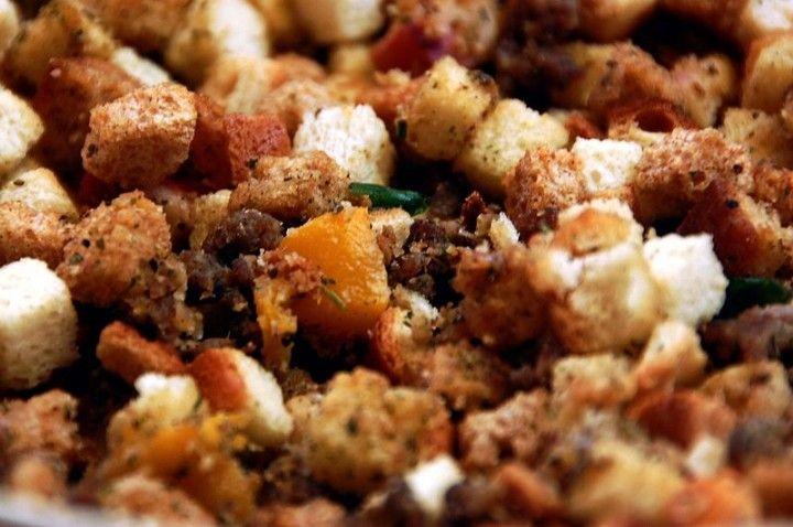 Buscas una receta de relleno? Aquí tienes una receta de stuffing americano muy tradicional y rica. Prueba esta guarnición con un buen plato de pavo o ave!