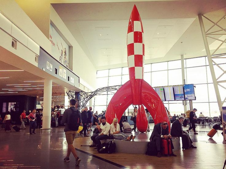 Un petit goût de départ  #bruxelles #brussels #bruxellesmabelle #bxl #bx #bxlove #bybrussels #bruxellestagram #bruxellesjetaime #bxl_online #visitbrussels #igbrussels #bxlcult #belgique #belgium #welovebrussels #brusselslove #aeroport #zaventem #tintin #fusée