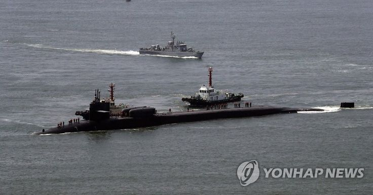 부산 찾은 미국 핵잠수함 오하이오