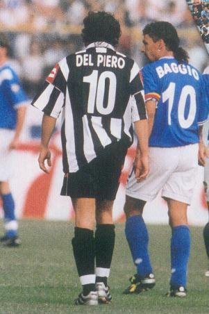 Alessandro Del Piero e Roberto Baggio. Los dioses del fútbol italiano. Cuanto fútbol y magia en una foto