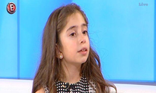 Η μικρή Αγάπη σίγουρα διαφέρει πολύ από τα άλλα παιδιά της ηλικίας της. Στα 8 της χρόνια μιλάει ήδη 8 ξένες γλώσσες και δηλώνει έτοιμη να αρχίσει την 9η!
