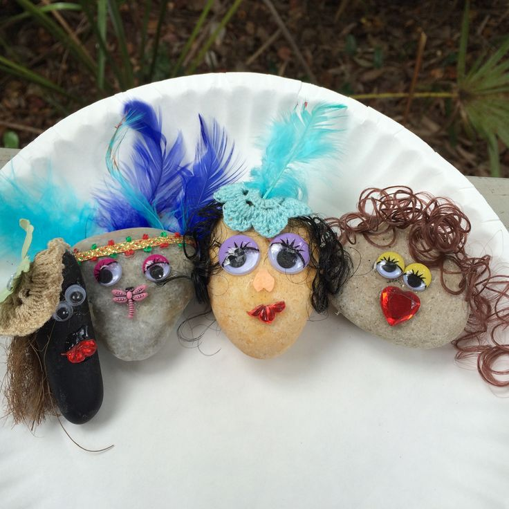 Happy Rocks! These were made by friends to be placed around grounds at a local folk festival. People are invited to chose one or two to take home. Love these happy faces! :)