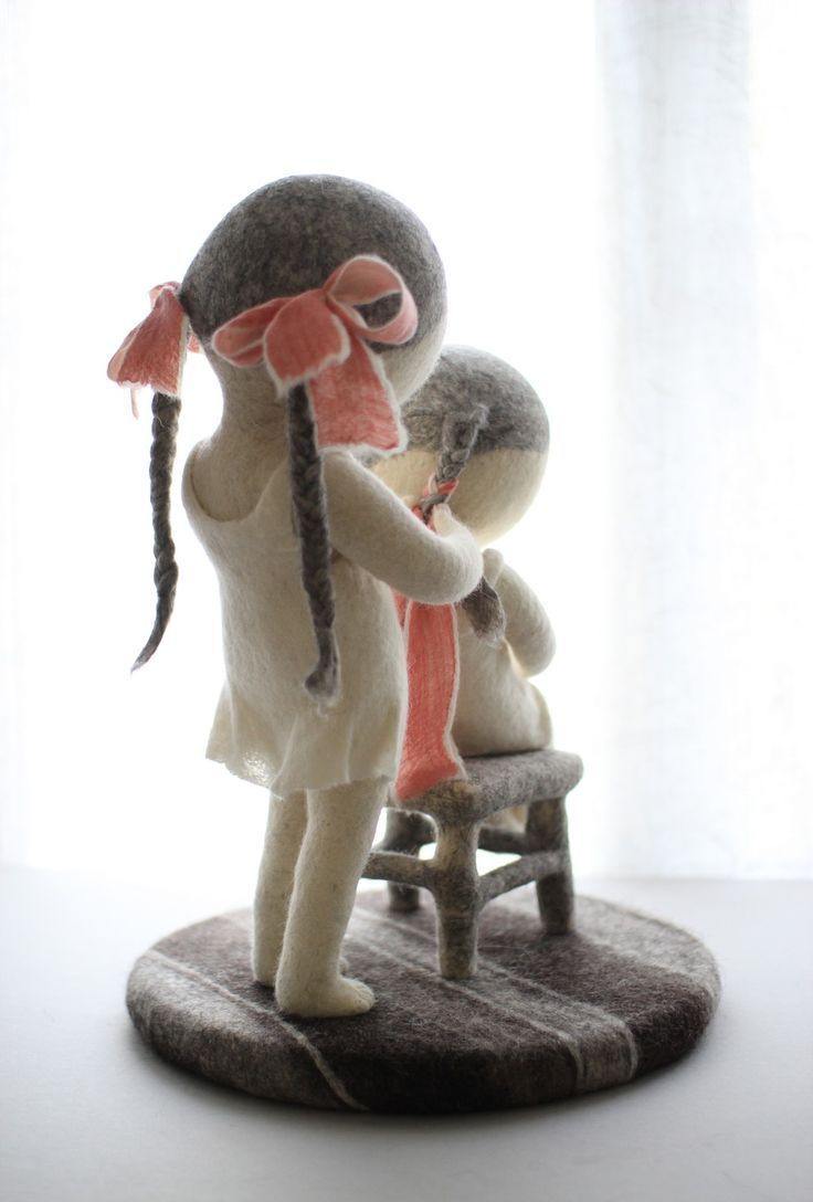 I adore the simple whimsical family themed wool felt figurative sculptures of textile artist Irina Andreeva this study of sisters will make you feel particularly warm and woolly inside followers, have a great bank holiday weekend and put all those diy projects to one side and take the chance to get together and bond with your loved ones instead, believe me , you'll feel all the richer for it.