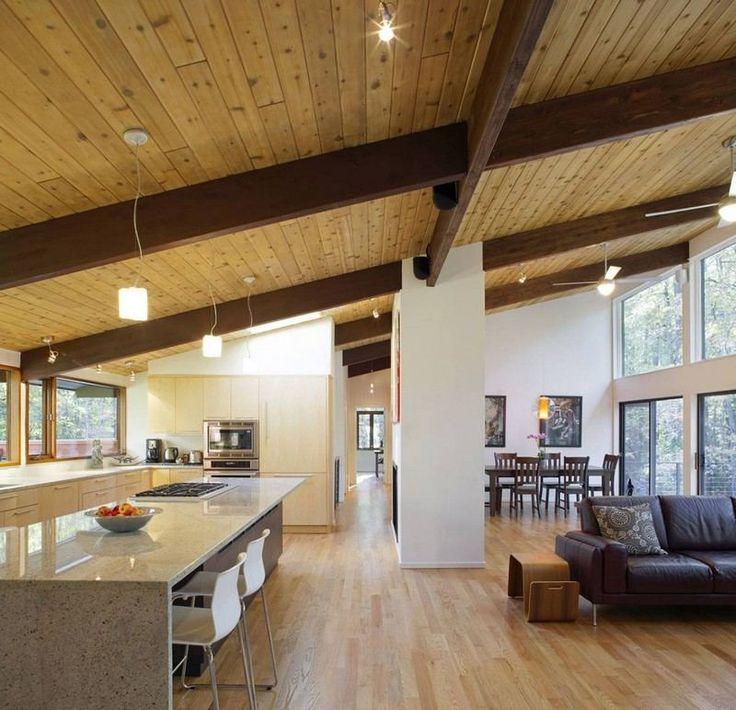 cuisine ouverte sur salon avec sol et plafond en bois massif