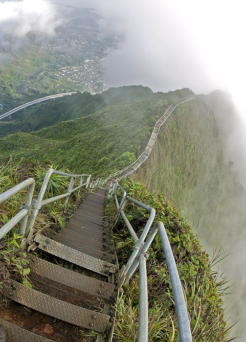 Stairway to Heaven - Hawaii, USA. This is going on my bucket list.