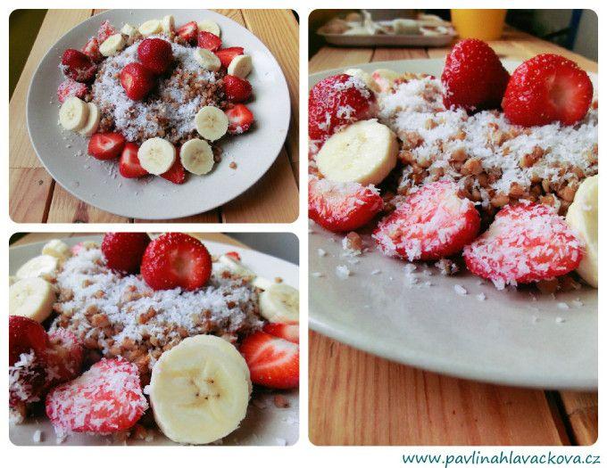 Kokosová pohanka s banánem a jahodami Coconut buckwheat with banana and strawberries