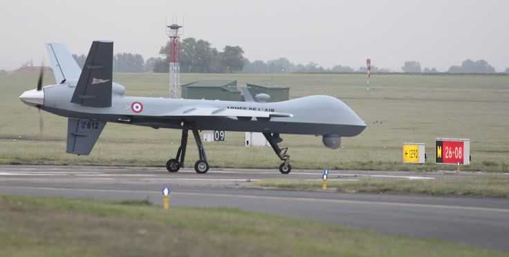 A l'occasion de l'exercice Serpentex qui se déroule actuellement à Solenzara, chaque jour ou presque un drone MQ-9 Reaper de l'Armée de l'air décolle de Cognac à destination de la Corse. L'emploi du drone MALE de General Atomics est toutefois contraint par l'obligation de circuler dans des couloirs aériens prédéterminés et par sa vulnérabilité face à la météo. Des problèmes opérationnels auxquels l'Armée de l'air s'emploie à trouver des solutions.